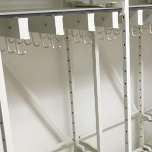 catheter-shelf-hooks